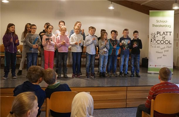 "Applaus für Kinder beim ""Schooltheaterdag up Platt"""