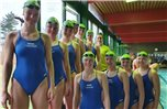 Beim Bezirksliga-Wettkampf in Twist sammelten die Waspo-Schwimmerinnen 14.256 Punkte (oben, von links): Sabrina Helper, Marloes Ekkelboom, Catharina Mundt, Hanna Duhn, Alina Bohlen, Sina Duhn, Friderike Schiphorst; (unten) Lynn Harmsen, Svenja Niehaus, Nele Monse, Pauline Marker.Foto: privat