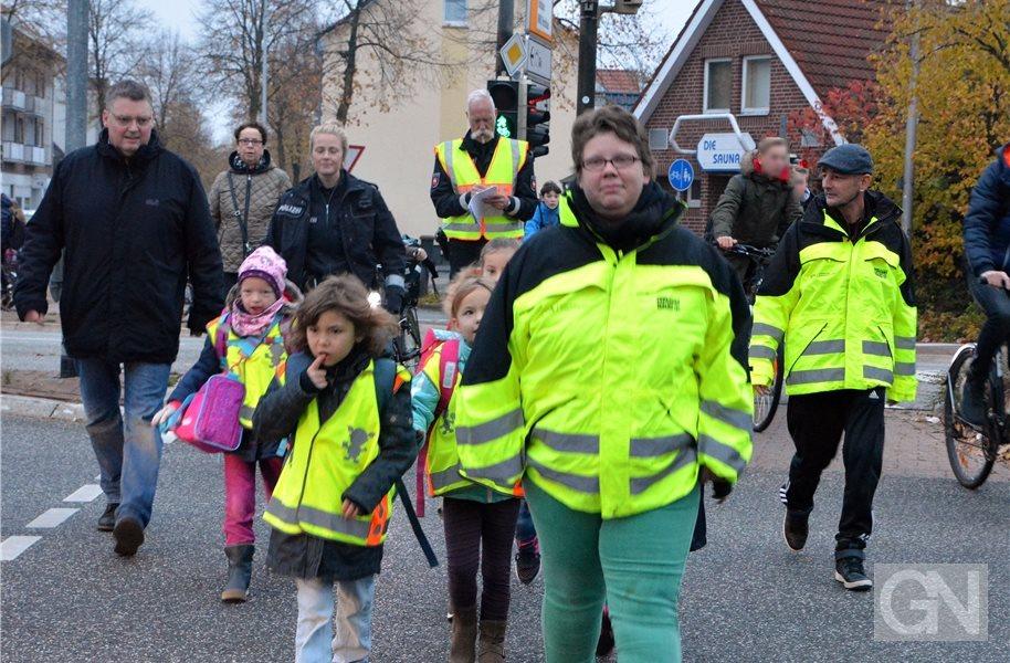 """Mit dem """"Walking Bus"""" zur EMA-Schule in Nordhorn"""