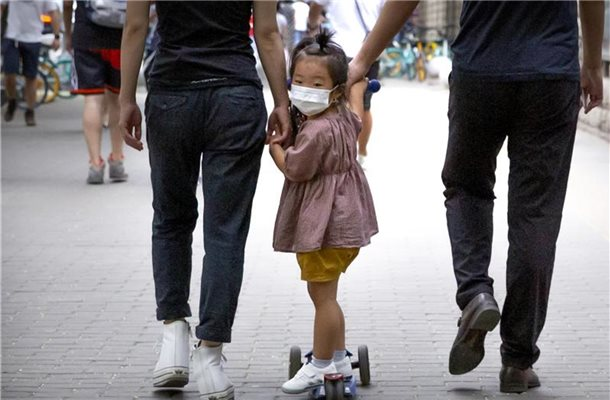"Besorgniserregender Trend in China: ""Niemand will noch Kinder haben."". Foto: Mark Schiefelbein/AP/dpa"