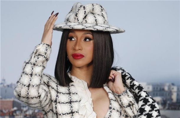 Cardi B auf der Fashion Week in Paris 2019. Foto: Francois Mori/AP/dpa