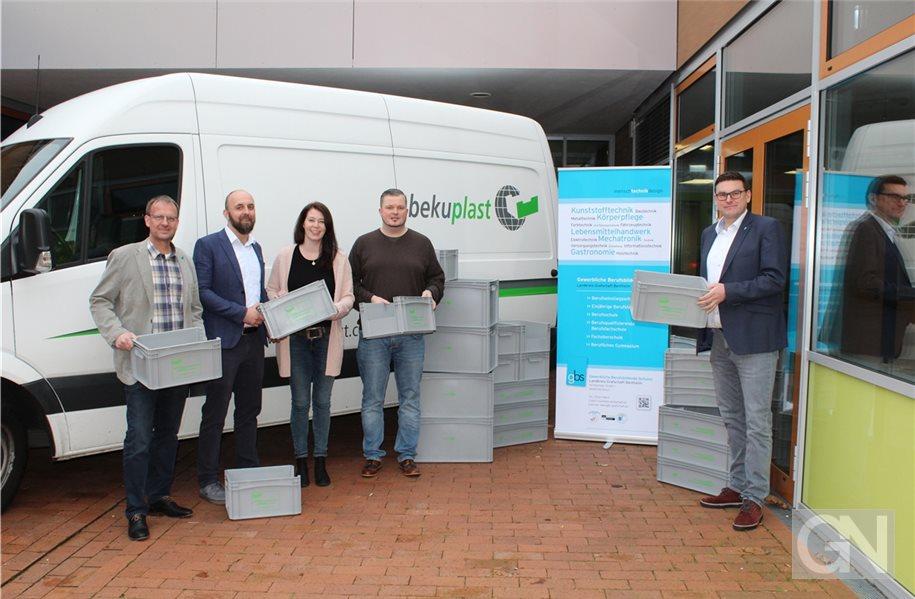 Berufsschule erhält über 300 Kunststoffboxen