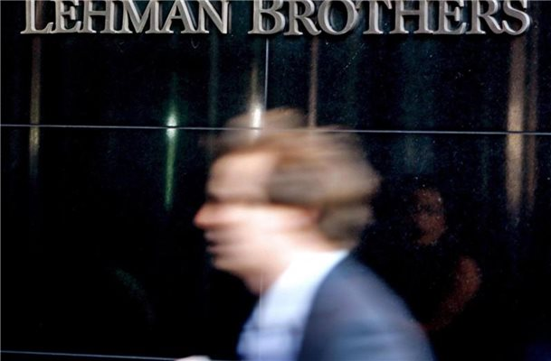 Die Zentrale der US-Investmentbank Lehman Brothers in New York im September 2008. Foto: Peter Foley/EPA/dpa