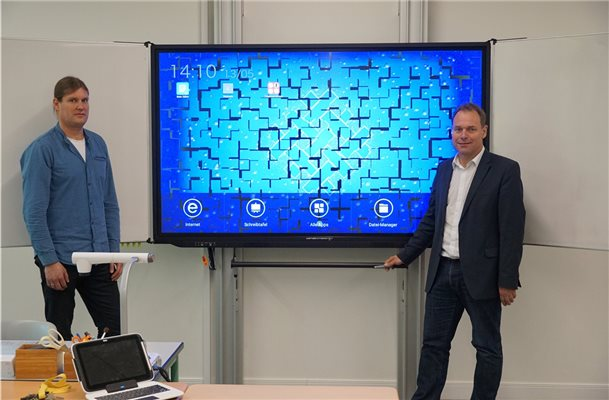 "Neue ""E-Screens"" an der Ludwig-Povel-Schule in Nordhorn"