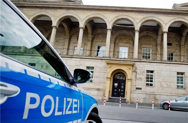 "Prozess um Zwangsprostitution: ""Loverboys"" vor Gericht"