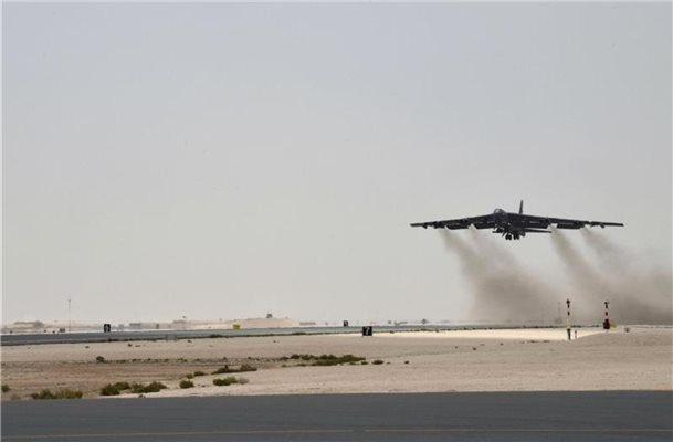 Eine Boeing B-52H Stratofortress beim Start von der Al Udeid Air Base in Katar. Foto: Staff Sgt. Ashley Gardner/U.S. Air Force/AP