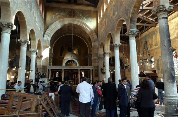 3f249fe0d039f2 Explosion nahe der Kathedrale von Kairo  Über 20 Tote