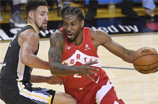 Kawhi Leonard (r) führte die Toronto Raptors zur NBA-Meisterschaft. Foto: Frank Gunn/The Canadian Press/AP