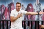 Leizpigs Trainer Julian Nagelsmann gestikuliert während eines Spiels am Spielfeldrand. Foto: Alexander Hassenstein/Getty Images Europe/Pool/dpa
