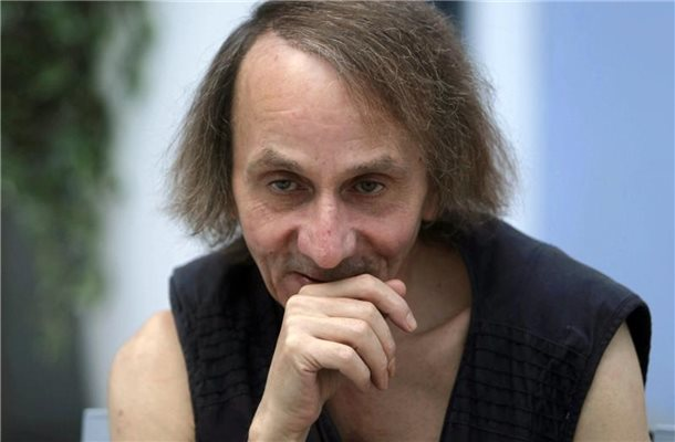 "Michel Houellebecq 2014 in Madrid bei der Vorstellung des Films ""The Kidnapping of Michel Houllebecq"". Foto: Hugo Ortuno/EFE/epa/dpa"