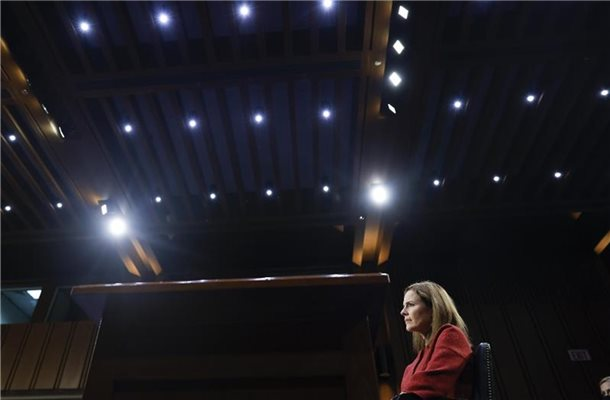 Richterkandidatin Amy Coney Barrett hielt sich bei kontroversen Fragen bedeckt. Foto: Samuel Corum/Pool Getty Images North America/AP/dpa