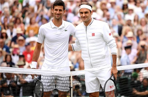 Tennis-Topstars: Novak Djokovic (l) und Roger Federer. Foto: Laurence Griffiths/Pool/PA Wire/dpa