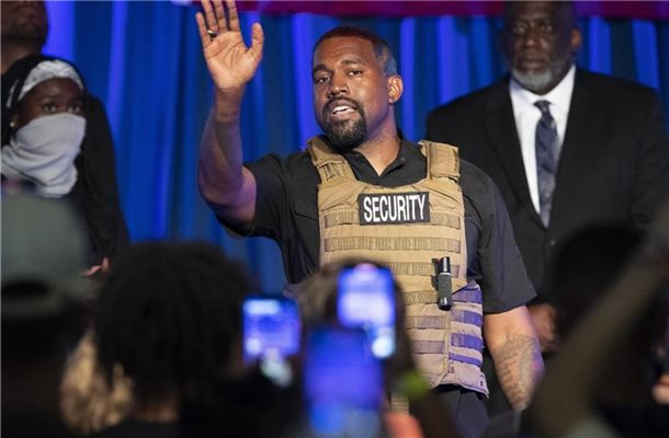 US-Rapper Kanye West bei seinem Auftritt in North Charleston. Foto: Lauren Petracca Ipetracca/The Post And Courier via AP /dpa