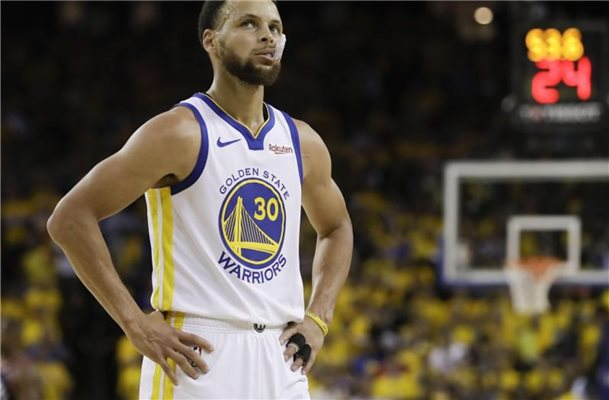 Warriors-Superstar Stephen Curry hat sich die linke Hand gebrochen. Foto: Ben Margot/AP/dpa